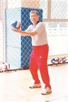 教學長跑40年 致力推動排球人生觀 體育處教學組專任教授 黃德壽