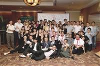 張校長參加馬來西亞留台淡江大學校友會創會16週年紀念暨2012年淡江雙年會推介典禮晚會,與校友合影。(圖/校服暨資發處提供)