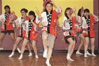 阿波舞社帶來的舞蹈表演,與日文系返校系友同歡。(攝影/林奕宏)