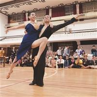 舞藝驚豔全場 國標舞社首推男男跳