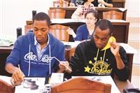 外籍生參與住宿書院系列主題活動。(圖/本報資料照片)