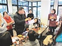 視障資源中心於2014年舉辦北區輔導聯繫會報,邀請到臺北城市科技大學輔導老師李國源傳授互動技巧。(圖/本報資料照)