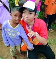 李青芳在柬埔寨從事志工服務。(圖�李青芳提供)