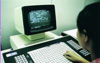 現在我們打開電腦就可以打字,以前可是要有專門「中文字排版的機器」才能作業。