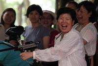 打漆彈樂無窮!女聯會同仁們在競賽中同樂。(圖�洪翎凱)
