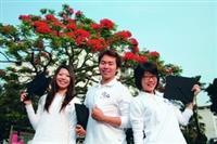 畢業生帶著學校甫獲國家品質獎的肯定,踏上新的人生旅程。(攝影�嘉翔)