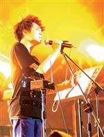 蘇打綠主唱吳青峰18日晚間在本校忘情開唱。(攝影�陳振堂)