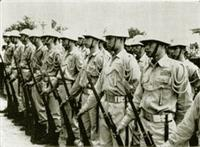 民國50年代軍訓課全副武裝、實地演練。