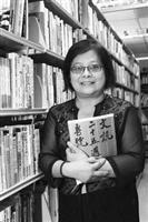 中文系校友封德屏在《文訊》一待就是二十多年,對《文訊》有著深厚情感,日前獲頒新聞局第33屆金鼎獎最佳編輯獎。(攝影�&#20931嘉翔)