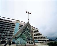 蘭陽校園教學大樓矗立林美山上。陳振堂攝)