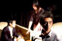 西語四徐允成(前)、許偉君(左後)、張安琪(右後)間的兄弟、情侶戲碼,互動的情節動人。(圖/記者陳振堂)