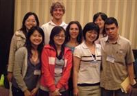 本校參與年會的學生與來自委內瑞拉的3名研究生合影。
