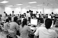 24小時全天候電腦教室,越夜越興隆。