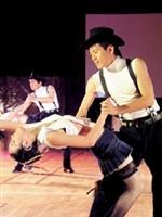 國標社員一身勁裝,表演「金山恰恰」,以輕快的舞步為當天的成果展暖場。(國標社提供)