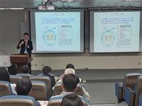 資策會產業分析經理朱師右介紹「AI在金融科技的應用」