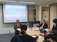 教育部前政務次長楊國賜說明「高等教育的藍海策略」