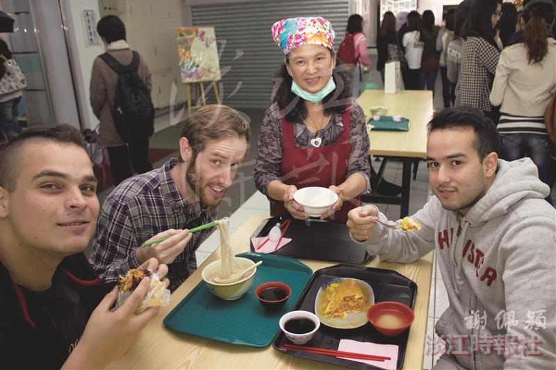 總務處舉辦「校慶臺灣米食節」,聯合全校商家推出特色米食,連外國學生也瘋狂。