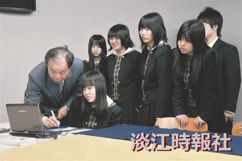 Chinese Calligraphy Dazzles Japanese Visitors