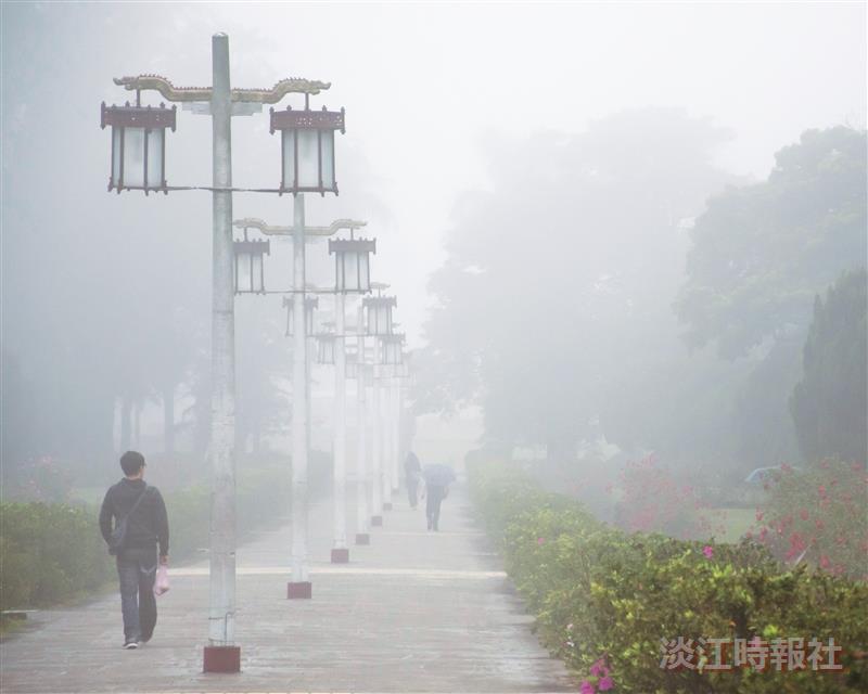 濃霧來了 校園一度迷濛