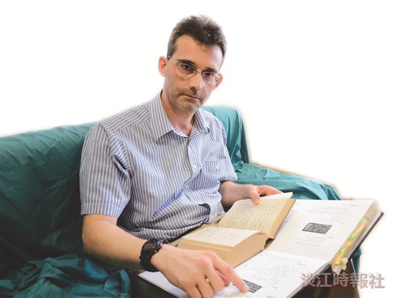 學術研究團隊專題報導─跨文化研究專家徐鵬飛穿梭古今有成