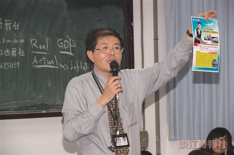 王富民以公司招考空服員為例,說明參加社團所得到的寶貴經驗受用至今(攝影/謝佩穎)
