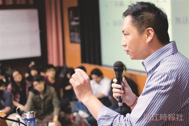 王丹談中國未來 學子聆聽民主腳步聲