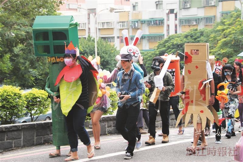 資傳扮裝遊行 紙箱氣球展創意