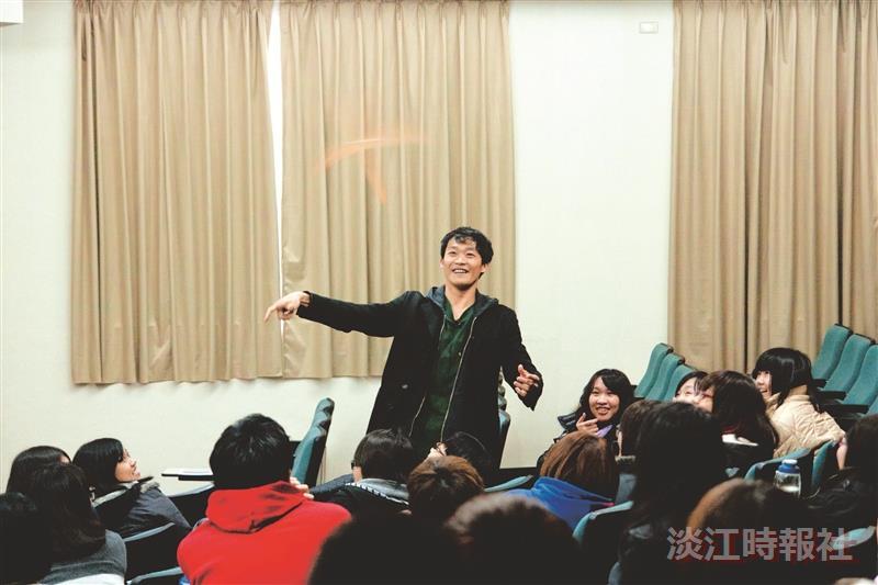 倒立先生黃明正分享熱血夢想  學生擠滿講場