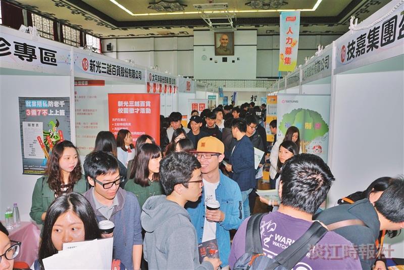 校園徵才博覽會 企業獵淡江學子 媒合率近37%