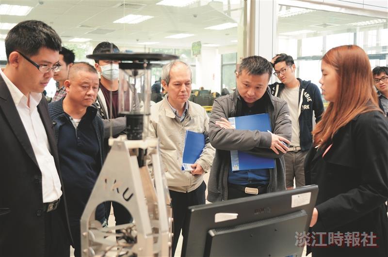 電機專題發表 機器人展創意