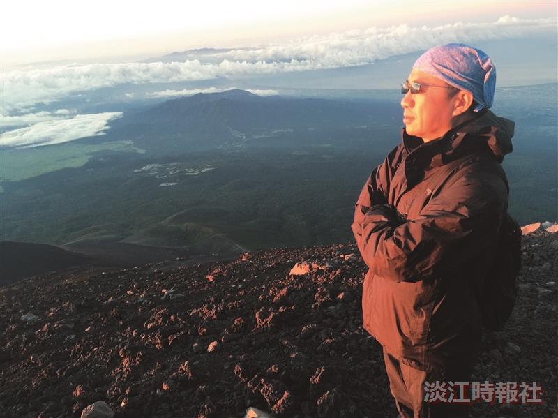 大傳系副教授黃振家 攀登富士山12年 省思人生