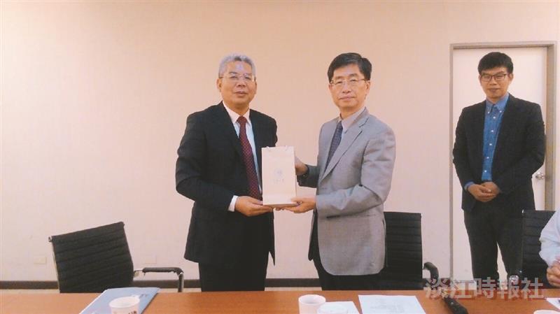 大陸華僑大學副校長來校探視7交換生