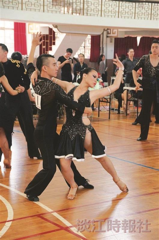 國標舞社 聚9校大尬舞技