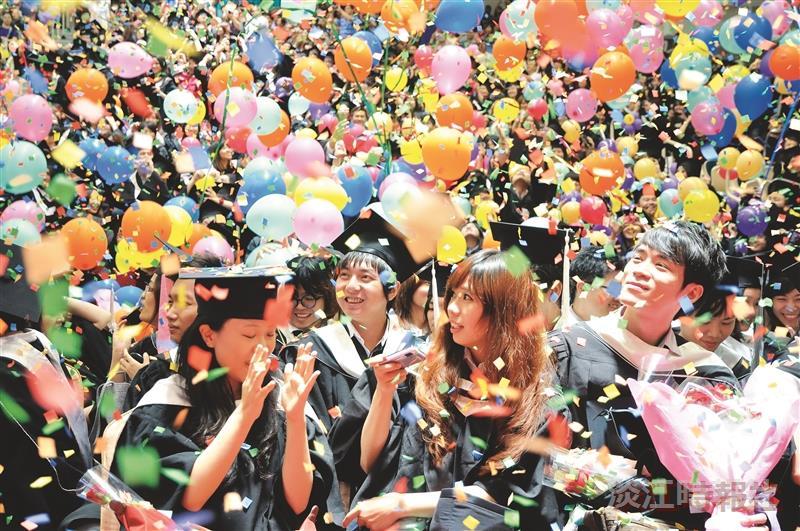 逾7400位畢業生啟程展驥摶飛