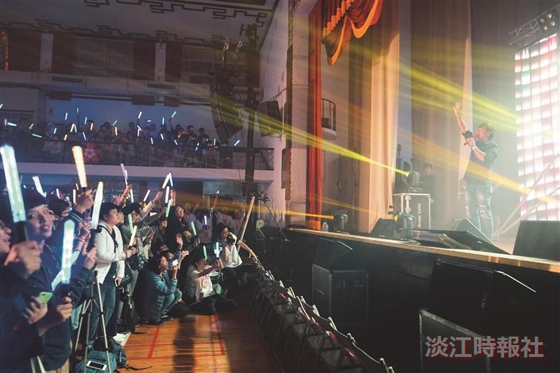 奇幻旅程1500人搶看Hebe演唱