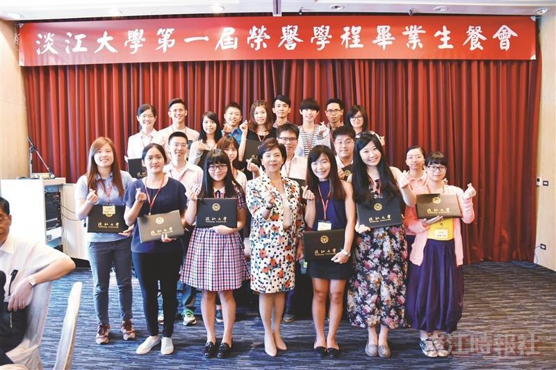 張校長宴請榮譽生 1st66榮譽學程生畢業了