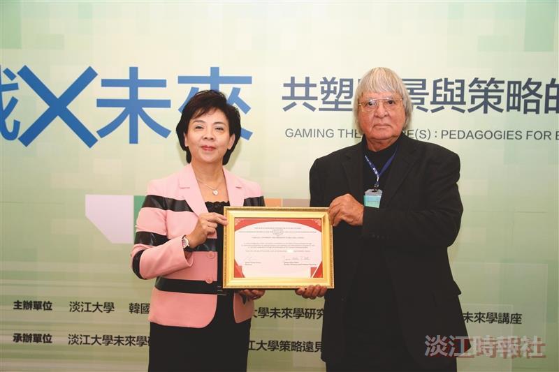 張校長獲HRCFS頒 推廣未來學傑出成就獎