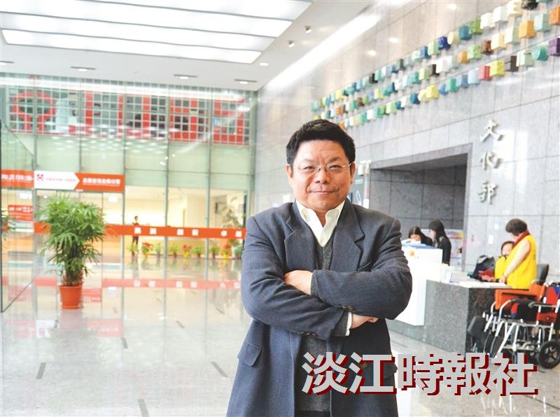 臺中市政府文化局副局長施純福 圖書館先生號召資源 打造文化之都