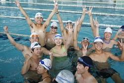 26日在游泳館的水運會,因水上救生社社員的熱情,更加沸騰!(攝影�林奕宏)