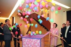 實習旅館日前舉辦開幕茶會,往上升起的繽紛氣球,增添喜悅的氣氛。(攝影�洪翎凱)