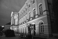 國際關係處的建築典雅氣派,由昔日的皇宮改建而成。