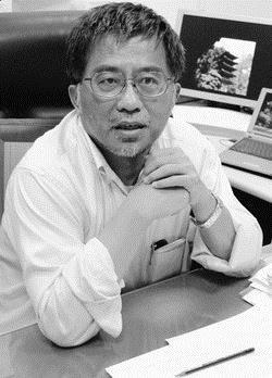物理系教授彭維鋒孜孜於學術研究,獲得今年國科會單項研究計畫補助金額全校最高。(圖�王家宜)