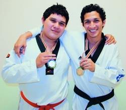 Foreign students won 3 awards in Taekwondo Tournament: International Trade senior Alfonso Andres Martinez(Right 1)and Luis Enrique Andres Verde(Right 2)