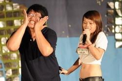 參加淡海同舟97社團負責人研習會的學員,在晚會上賣力演出,演技幽默,逗趣的表情讓現場歡聲不斷。(圖�洪翎凱)
