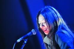 音樂才女陳綺貞的歌聲令台下聽眾如痴如醉。(攝影�洪翎凱)