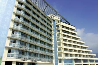 蘭陽校園宿舍區使用執照於本月9日順利取得,未來一樓將設置商店街,2至9樓為宿舍,可容納近千名師生。(圖/記者郭展宏)