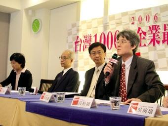 Dr. Kao Po-yuan, the Vice President of the Administrative Affairs (first from the right) attended the Cheers press conference held last week. The President of National Cheng Kung University, Dr. Kao Chiang (second from the left) was present.