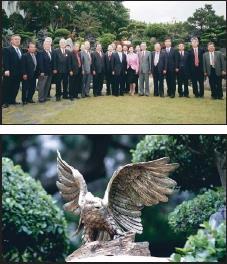 金鷹銅雕揭幕 展翅沖天