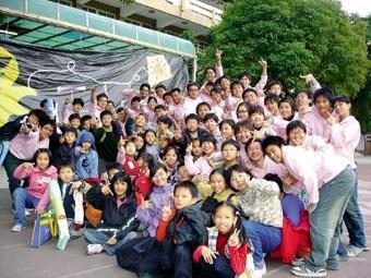 二齊校友會於寒假出隊,帶領台南縣成功國小學童們蹦蹦跳跳,大小朋友一起度過歡欣難忘的寒假。(圖/二齊校友會提供)