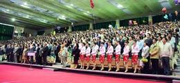 校慶慶祝大會首次在新體育館舉行,寬敞明亮的空間,來賓個個稱「讚」。